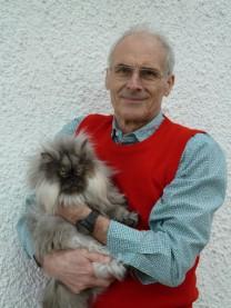 Die mitabgebildete Katze Jamila ist ein Familienmitglied im Hause Strüver und steht nicht zur Vermittlung zur Verfügung. Sie war  ein Vermittlungstier der Katzenschutzfreunde Rhein-Ahr-Eifel e.V. Dort